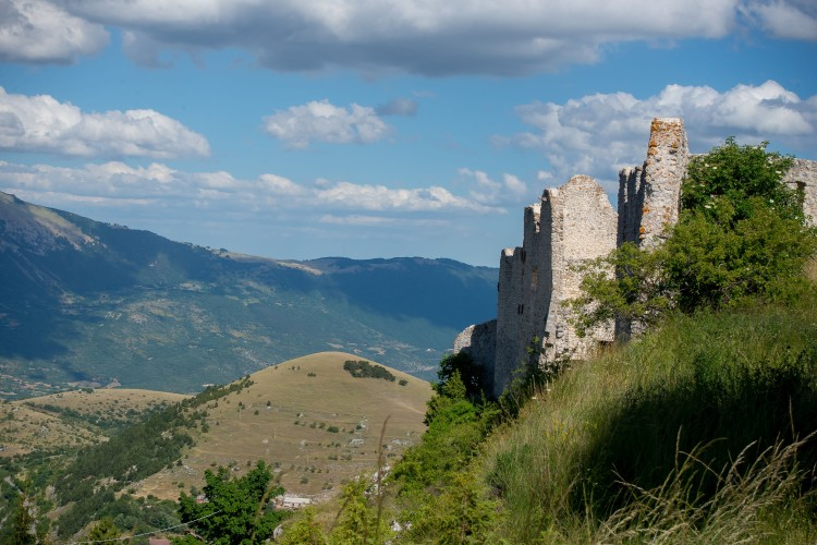 Abruzzo ruined castle